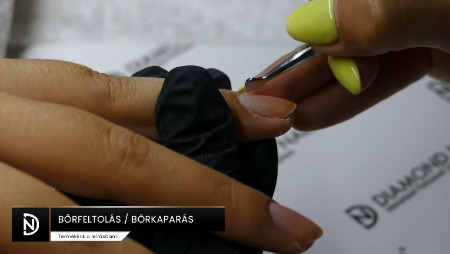 Zselé lakk előkészítés - bőrfeltolás